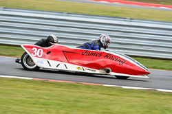 Robert James & Craig James, MRO, 2013-06, Snetterton